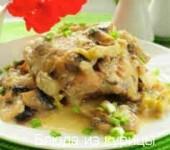 тушеные куриные бедрышки в медово-соевом соусе