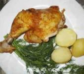 жареные куриные окорочка с травами на сковороде