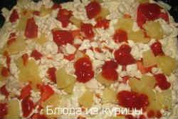 пицца с курицей и ананасами_полить кетчупом