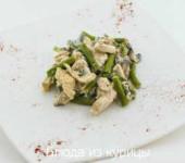 куриное фрикасе с грибами в сметане с фасолью