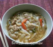 китайский куриный суп с рисовой лапшой