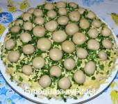салат грибная поляна с шампиньонами и колбасой